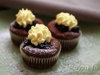 Szedres muffin finom szederszósszal