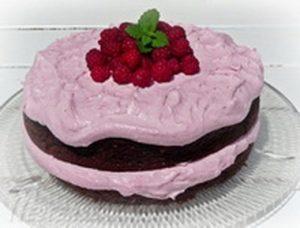 Málnakrémes-cukkinis csokoládétorta