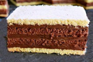 Színes sütemény, káprázatos édesség