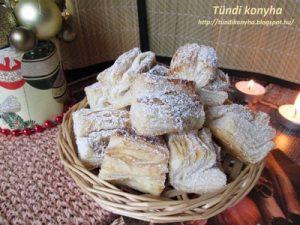Hájas Sütemény Gesztenyével és Dióval Töltve