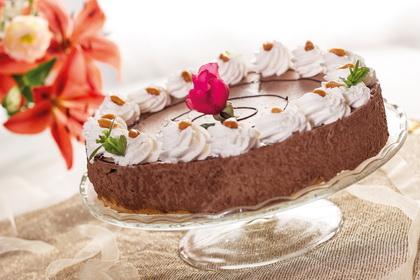 Tejescsokoládémousse-torta mogyorós tésztán