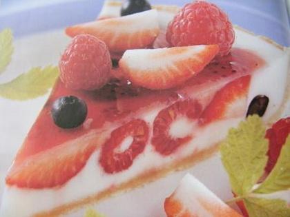Bogyósgyümölcs-torta joghurtkrémmel